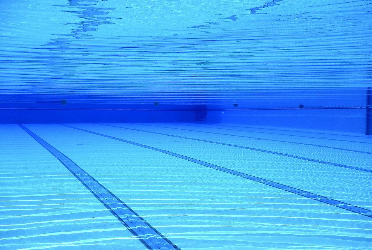 swimming-pool-504780_1280